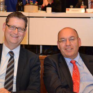 SPD-Landesvorsitzender Thorsten-Schäfer-Gümbel und SPD-Bezirksvorsitzender Manfred Schaub auf dem Bezirksparteitag in Baunatal